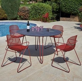 Round Steel Garden Table with Hairpin Legs in Red